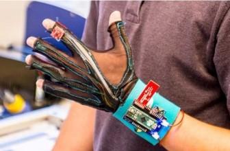 Des gants connectés pour traduire oralement le langage des signes